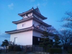 高さ日本一の石垣に鎮座して400年の歴史を刻む丸亀城